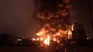 Xưởng lốp ô tô ở Cẩm Phả cháy ngùn ngụt 5 tiếng trong đêm