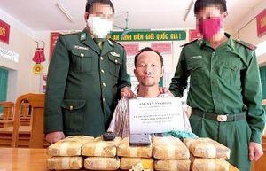 Bắt đối tượng vận chuyển 60.000 viên ma túy vào Việt Nam