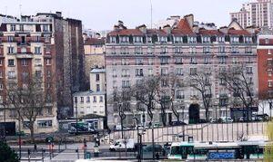 Pháp xem xét biện pháp buộc người dân ở nhà tránh dịch bệnh