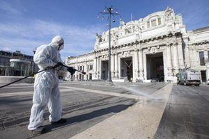 Italy: Số người chết tăng kỷ lục, sắp hết giường bệnh, xe cứu thương