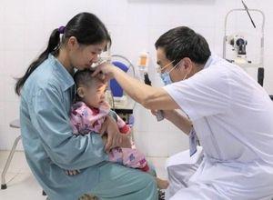 Tìm lại ánh sáng cho bệnh nhi 15 tháng tuổi bị khiếm thị bẩm sinh