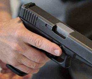 Khởi tố thanh niên dí súng vào đầu bạn thân bóp cò trong cuộc nhậu