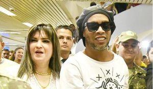 Cựu danh thủ Ronaldinho đối mặt với án tù 10 năm