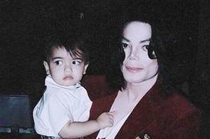 Con trai Michael Jackson ở ẩn sau khi bố mất