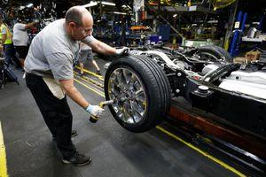 Ford, Fiat Chrysler lên kế hoạch mở cửa lại nhà máy vào tháng 4