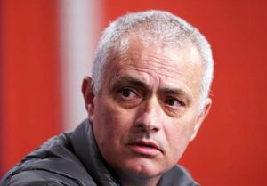 Đến lượt Mourinho, Harry Kane phải cắt giảm lương vì Covid-19