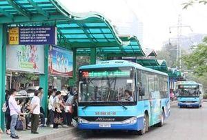 Hà Nội bố trí 105 xe buýt đưa người hết hạn cách ly về nhà