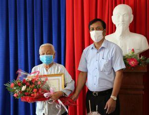 5 cụ bà ở Trung tâm Bảo trợ xã hội tỉnh Cà Mau hỗ trợ phòng chống dịch Covid-19