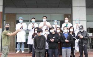 Chiều nay, 11 bệnh nhân Covid-19 tại Hà Nội ra viện, trong đó có ca số 21 ở Trúc Bạch