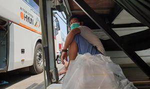 Tài xế xe tăng cường đưa rước công nhân bên ngoài Pouyuen