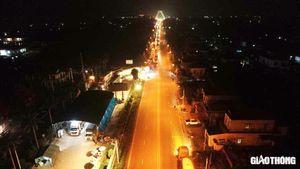 Tài xế xe tải xếp hàng 6km, đợi 5 tiếng để được vào Quảng Ninh