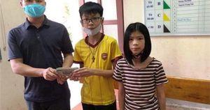 Bộ trưởng Bộ GD&ĐT khen thưởng học sinh trả lại 50 triệu đồng cho người đánh rơi