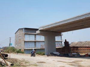 'Tiếp tay' xây nhà lấn chiếm nút giao, phó Bí thư huyện bị đề nghị xử lý