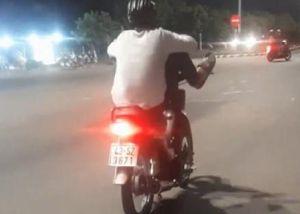 Tìm ra thanh niên điều khiển xe máy bằng chân dạo phố Đà Nẵng