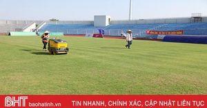 Cận cảnh mặt cỏ SVĐ Hà Tĩnh trước ngày đội nhà gặp Fico Tây Ninh