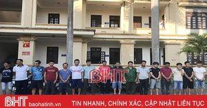 Công an Can Lộc bắt tại trận 16 con bạc đang sát phạt nhau trong quán nhậu