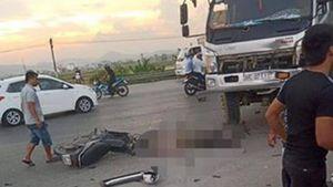 Va chạm với xe tải, người đàn ông đi xe máy tử vong thương tâm