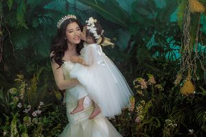 Trang Trần làm cô dâu lộng lẫy bên con gái cưng