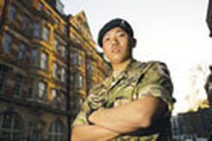 'Siêu chiến binh' đặc nhiệm: Một mình chống 30 lính Taliban