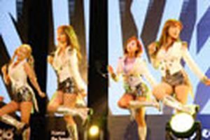Dàn sao K-pop khuấy động sân khấu Hà thành