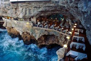 Ăn nhà hàng dưới đáy biển, trong động băng và... toilet