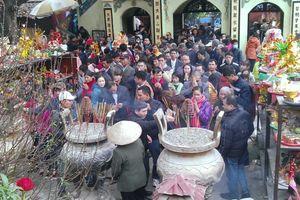 8 đền chùa tấp nập doanh nhân đi lễ đầu năm