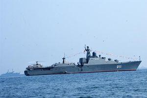 Toàn cảnh tàu chiến Đinh Tiên Hoàng duyệt binh hải quân quốc tế