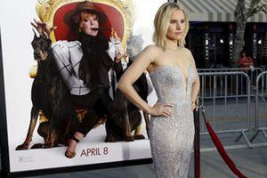 """Sao phim """"Frozen"""" Kristen Bell tát phóng viên trên thảm đỏ"""