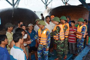 BĐBP Quảng Nam kịp thời cứu 42 ngư dân gặp nạn trên biển