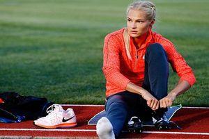 Nữ VĐV điền kinh soán ngôi 'búp bê Nga' của Sharapova