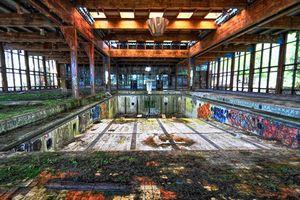 Ám ảnh những khách sạn xa hoa giờ bị bỏ hoang tiêu tàn