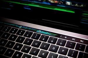 Ảnh MacBook Pro 2016: Siêu mỏng, cực mạnh, thêm màn hình phụ