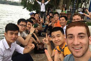 Chàng trai Mỹ đi 95 nước chỉ cách xài 10 USD 'phủ phê' ở Việt Nam