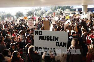Biểu tình khắp nơi tại Mỹ phản đối sắc lệnh cấm người tị nạn của ông Trump