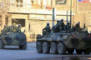 Binh sĩ Nga tuần tra thành phố Aleppo sau giải phóng