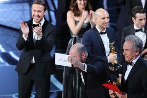 Oscar 2017: 'Moonlight' giành giải Phim hay nhất sau khi bị trao nhầm cho 'La La Land'