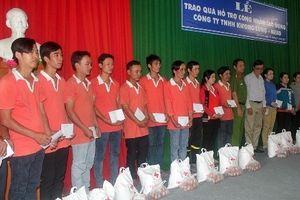 Trao quà hỗ trợ công nhân Công ty Kwong Lung - Meko