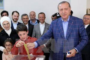 Thổ Nhĩ Kỳ sẽ sửa đổi hiến pháp, phe đối lập tố cáo gian lận