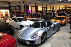 Dàn siêu xe tụ hội tại khách sạn sang trọng ở Monaco