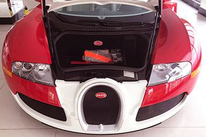 Siêu xe Bugatti 50 tỷ của Minh Nhựa 'đắp chiếu' chờ khách