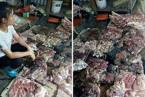 Bắt khẩn cấp 2 kẻ hắt dầu luyn trộn chất thải vào người phụ nữ bán thịt lợn rẻ