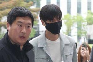 Lee Min Ho bị chê trách vì xuất hiện chớp nhoáng khi nhập ngũ