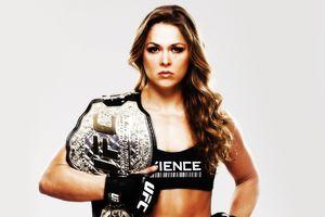 Top 5 nữ võ sĩ UFC khỏe hơn cả đấng mày râu