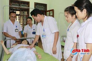 Nhân viên y tế hiến máu cứu sống sản phụ