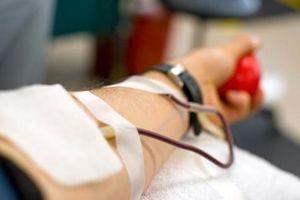 Bốn nhân viên y tế hiến máu cứu sản phụ