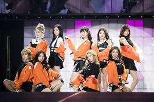 Twice thu hút 15.000 người hâm mộ trong buổi diễn ra mắt