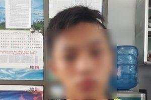 Nóng trong ngày: Thiếu niên vác dao đâm bạn vì ghen