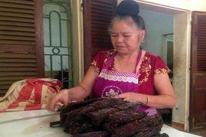 Kỳ công chế biến đặc sản thịt trâu gác bếp
