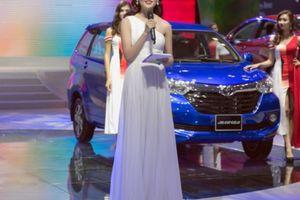 Á hậu Thùy Dung tiếp tục lấn sân vai trò MC song ngữ