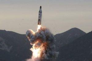 Mỹ trông đợi gì khi áp dụng 'cây gậy và củ cà rốt' với Triều Tiên?